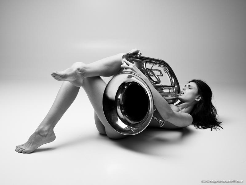 Nudes Tuba 72